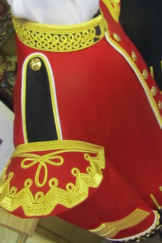 https://andreitailors.com/wp-content/uploads/2018/08/Drum-Major-Doublet-Shoulder.jpg